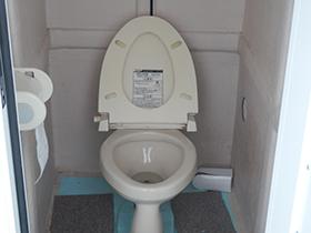 後部トイレ